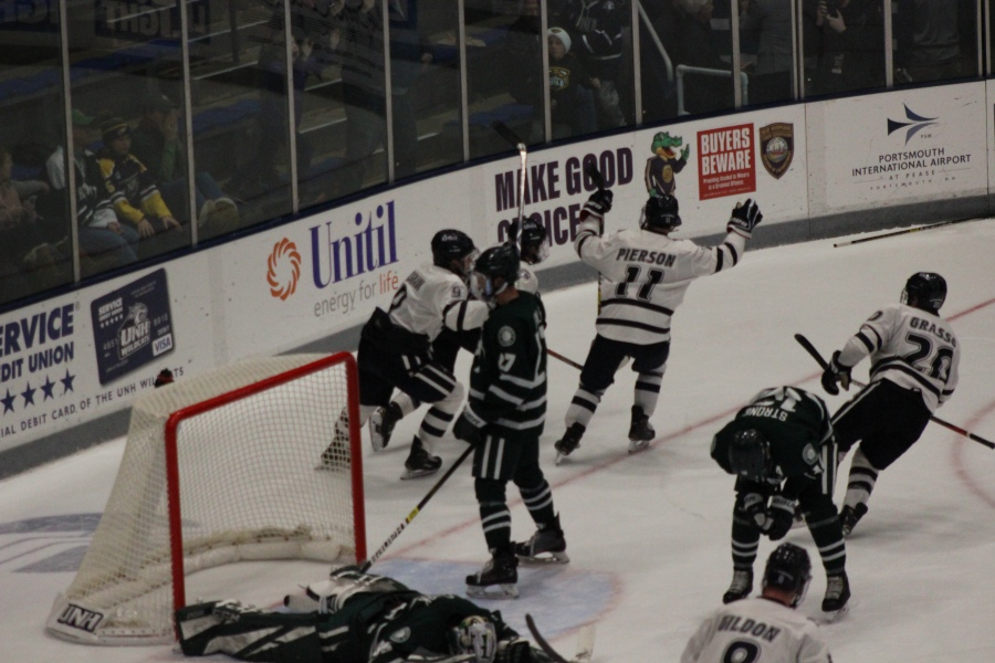 UNH Outlasts Dartmouth in OTThriller