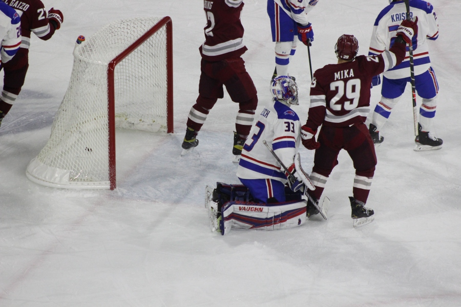 Minutemen Hold Off River Hawks